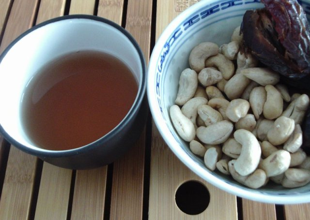 black rose tea with medjool dates and cashews