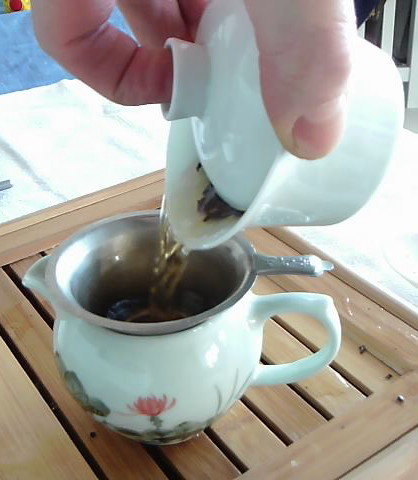 Pouring tea from the gaiwan