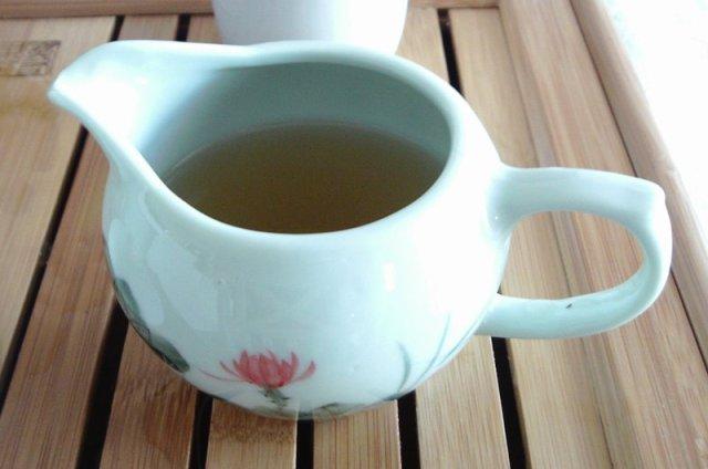 tea serving pitcher