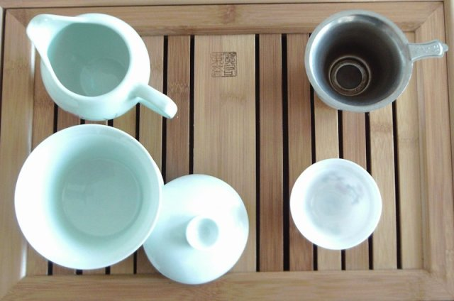 a typical gong fu tea set up