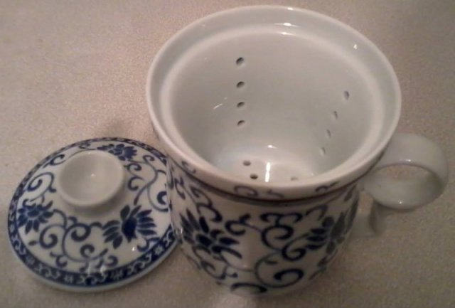 Chinese lidded tea mug
