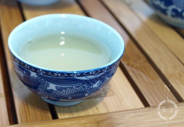 Blue dragon motif tea cup