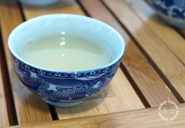 Blue dragon motif tea cup