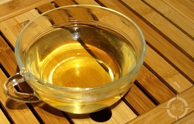 Maojian tea as made in a clay pot