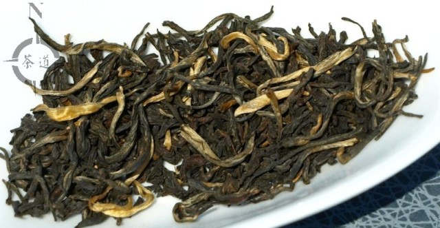 Yunnan Gold tea leaves