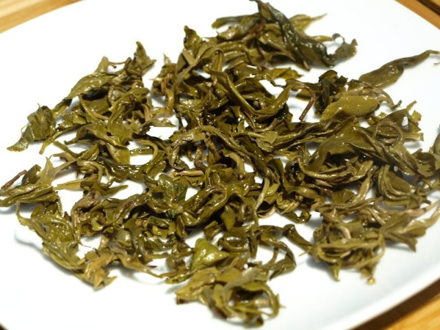Biluochun infused leaves