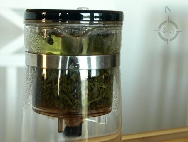 brewing Bai Sha Lu tea