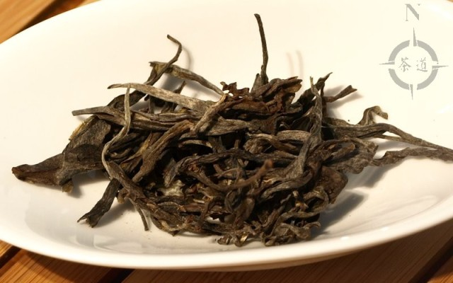 dry Bu Lang Shen Pu-erh tea leaves