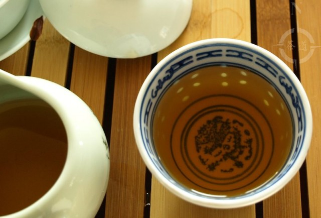 fujian tulou old tea - in the cup