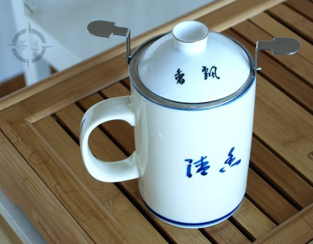 Chinese lidded tea mug - lid on to preserve heat and aroma