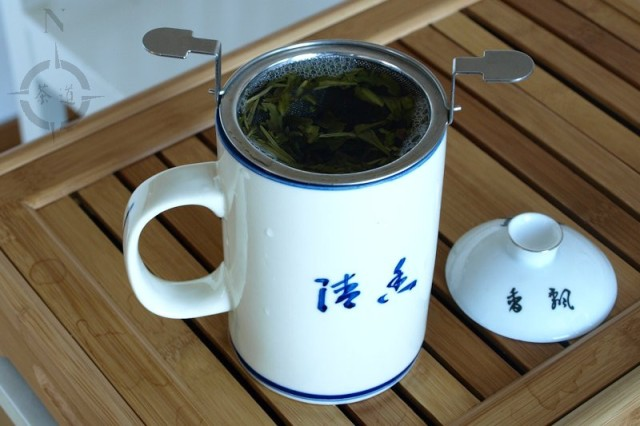 Chinese lidded tea mug - steeping tea
