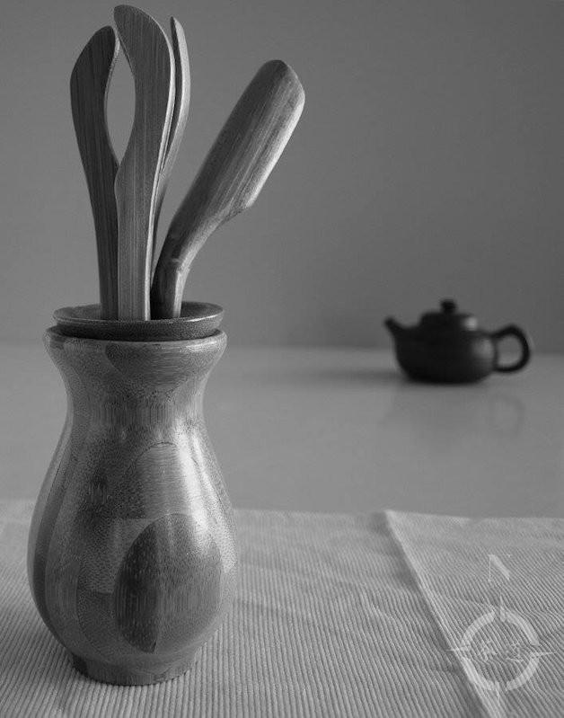 tea-tools-and-teapot