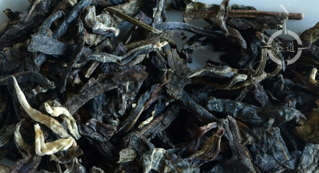 canton-raw-pu-erh-zoomed-leaves
