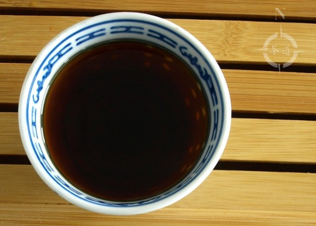 a cup of 2013 Menghai 7562