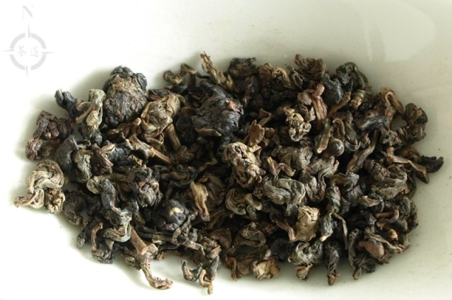 2001 aged Oolong - dry leaves