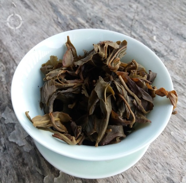 2001 aged Oolong - used leaves in gaiwan