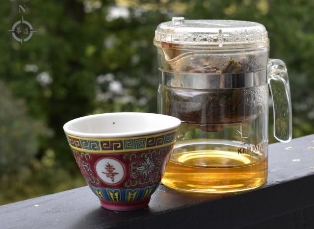 kamjove teapot on balcony rail